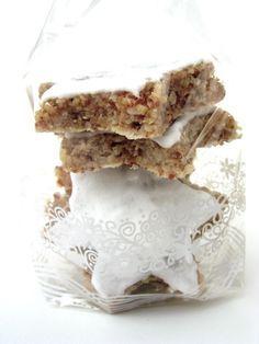 J'avais promis à certains la recette des étoiles à la cannelle. Voici mon top 10 des biscuits de Noël : - Etoiles à la cannelle - ...