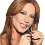 Denne enkle og smarte fjæren er en ny og effektiv måte å fjerne ansiktshår på. Du holder fjæren lett mot huden og vrir håndtakene på sidene. Hårene tvinner seg inn i fjæren og trekkes ut. Fjæren trekker ut mange hår om gangen slik at hårfjerningen går raskt og effektivt. Den brukes spesielt i ansiktet og på nakken og er enkel å bruke og rengjøre.