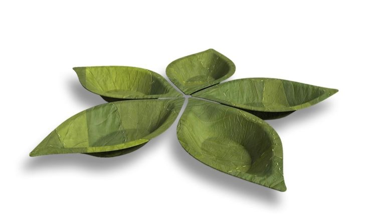 """Nicknamed the """"one-way dishes,"""" these leaf bowls are made with zero plastics, additives, oils, glues, or chemicals."""