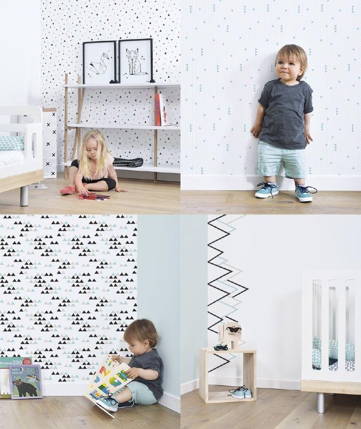 Origami Play van Lilipinso, designer Kimsa. In koraal of mint kleur. Mooie posters, muurstickers, vloerkleden en behang. Tipi's, driehoekjes, vos, beer en zwaan.
