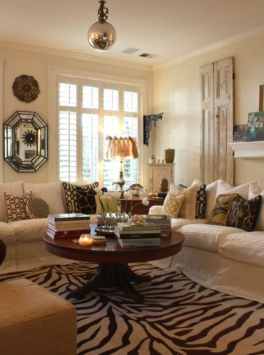 Living Room Rug Ideas: Decorating A Round Coffee Table