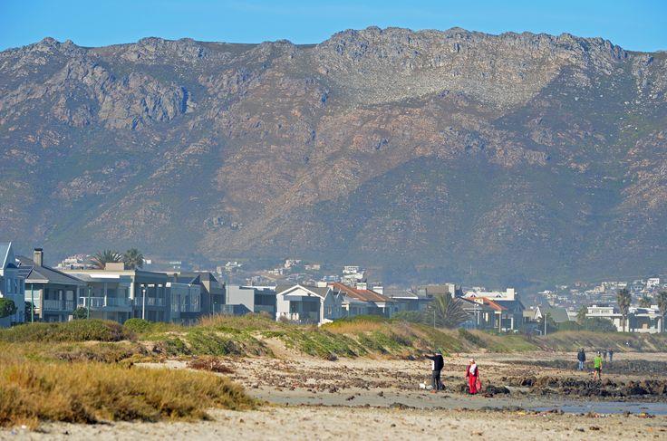 Beach walking along the Greenways Golf Estate beach front - Strand - Helderberg area - Cape Town. #Strand #Greenways #GreenwaysGolfEstate #beachwalking