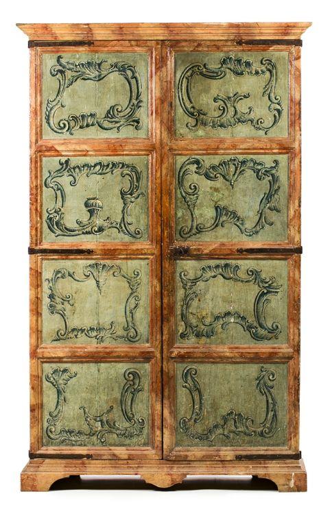 Armario espa ol en madera pintada de mediados del siglo for Catalogo muebles boj
