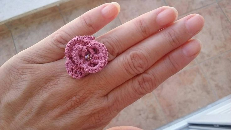 Tatting a flower ring for my cousin