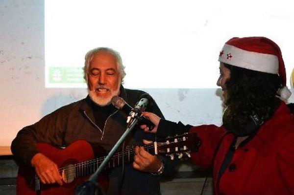 Αργοστόλι: Ο Δημήτρης Δημουλάς τραγούδησε παραμονή Πρωτοχρονιάς, στην εκδήλωση του Ionian Galaxy 90,8 στην Πλατεία Ταχυδρομείου, στο Λιθόστρωτο