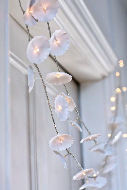 Shabby decor ... ❥ ... guirnalda blanca con luces white garland w lights DIY