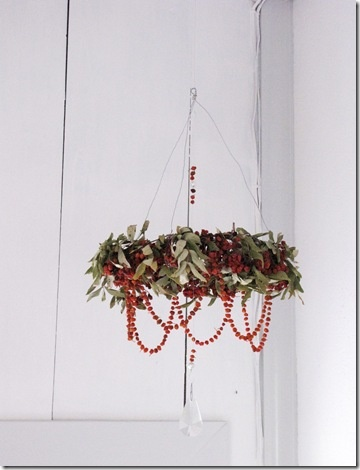 Rönnbärskrona | Rowanberry crown (chandelier)