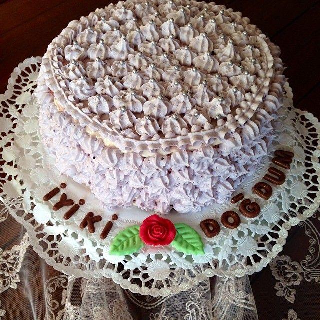 Ailemin ve sevdiklerimin dogum günlerinde pasta yapan ben ilk kez kendime özel bir dogum günü pastasi yaptim.