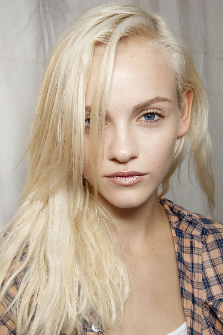 Busty Blonde Danielle face Backstage Beauty Ginta Lapina - Sportmax SS 2012