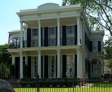 The Manning House in the Garden District.  Can't you just imagine Peyton and Eli tossing a ball on that immaculate lawn?