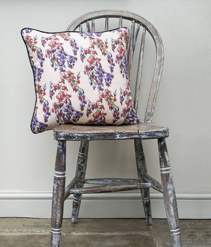 Trailing Flower Cushion : Tekstil Ürünleri Occipinti