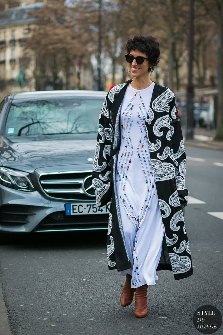 Quimono longo Paris Fashion Week Fall 2017 Street Style: Yasmin Sewell