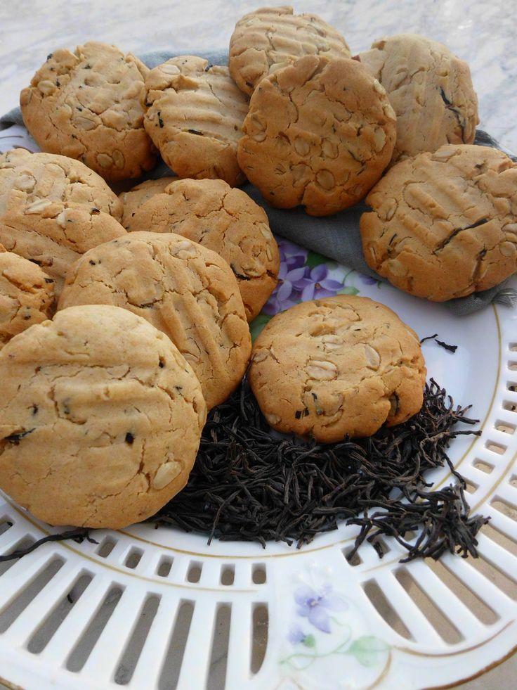 Biscotti con farina di farro, miele, fiocchi di avena e tè nero.