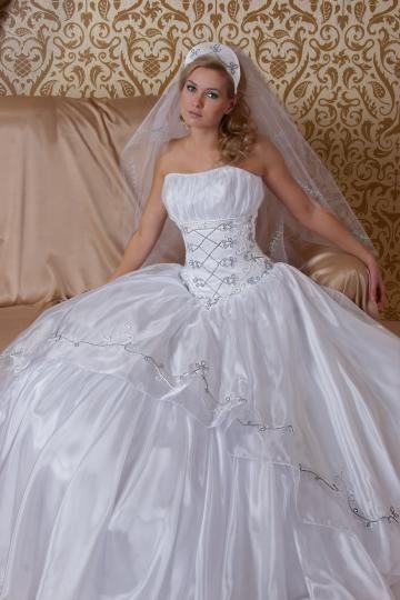 Favourite Hungarian wedding dress <3
