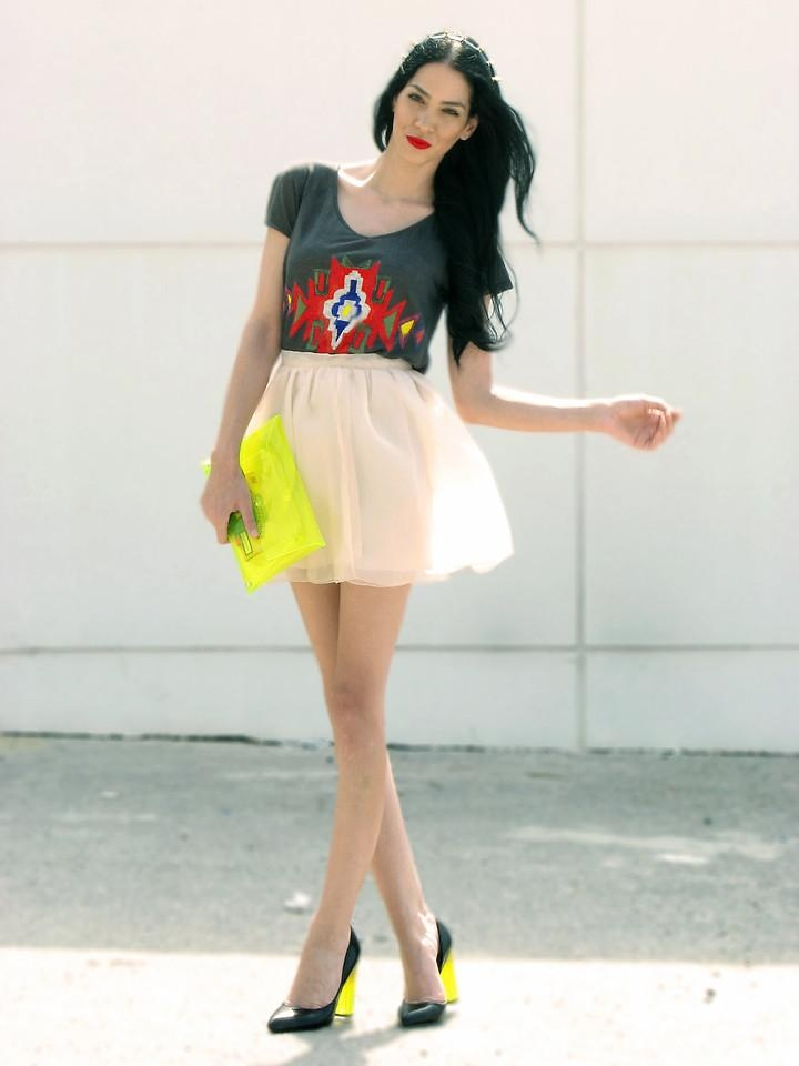 sheer #peach #skirt and #neon #shoes #bagYellow Clutches, Summer Outfit, Flowy Skirts, Street Style, Neon Clutches, Sheer Peaches, Fashion Bloggers, Bright Yellow, Peaches Skirts