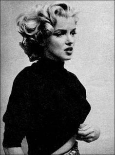 En 1952, Darryl F. Zanuck consideró que Monroe era la actriz indicada para interpretar el rol se Rose en Niágara, una mujer que en plena luna de miel planeó el asesinato de su marido, rol que encarnó Joseph Cotten. Si bien la película tuvo éxito comercial, la actuación de Monroe no fue bien recibida por los críticos. En la entrega de los premios otorgados por la revista Photoplay, apareció con un ajustado vestido color oro que causó mucho alboroto. Joan Crawford escribió un artículo...