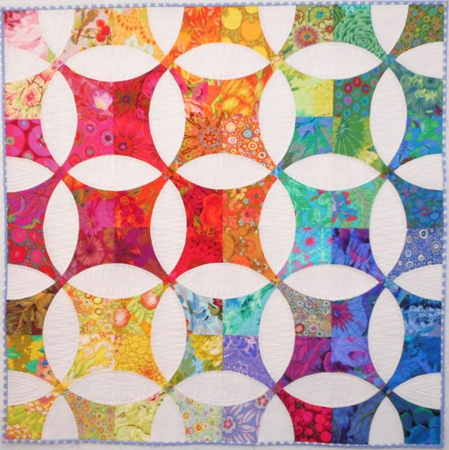 Flowering Snowball quilt by Kelly at Pinkadot Quilts.  Inspired by Molly Flanders