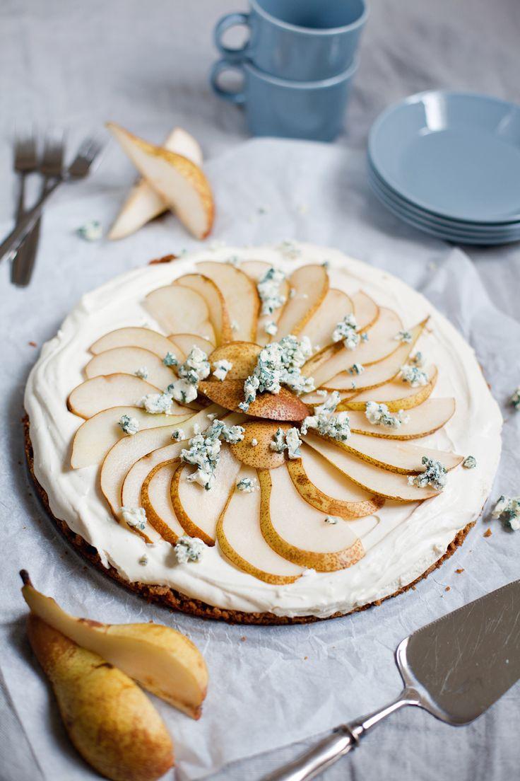 Tårta gjord på rester från julbordet, så som päron, ost och pepparkakor! Recept finns här: http://martha.fi/svenska/start/recept/view-51918-809