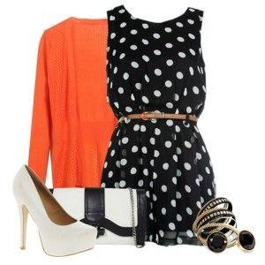 С чем носить белые туфли: черное платье в белый горошек, узкий поясок, красный кардиган, черно-белая сумочка