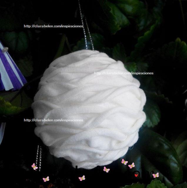 Bola de Navidad hecha con trapillo