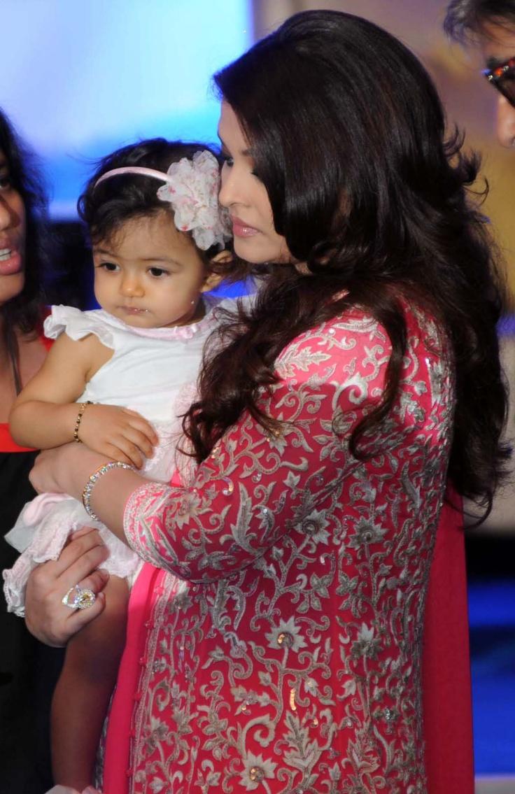 Aishwarya Rai Bachchan gets French honour http://ndtv.in/Rzw0UZ