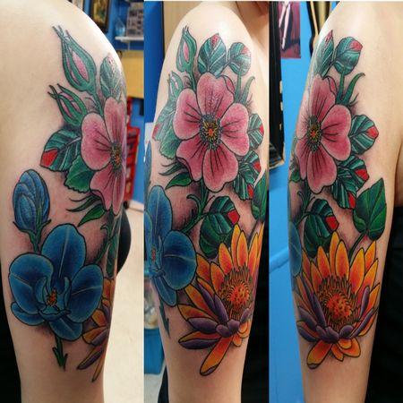 Bright flower tattoo done on a very nice girl at Larudes Tattoos in Killeen Texas. #flowertattoo #flowers #colortattoo #lotus #poppy #tattoo #tattoos #forthood #killeen #texas #forthoodtattoos #larudestattoos #tattooideas