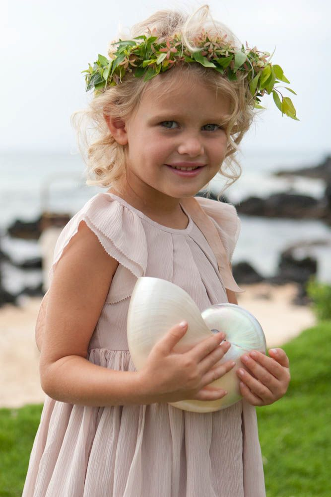 This precious flower girl found a shell treasure and loved it hawaii wedding photographer