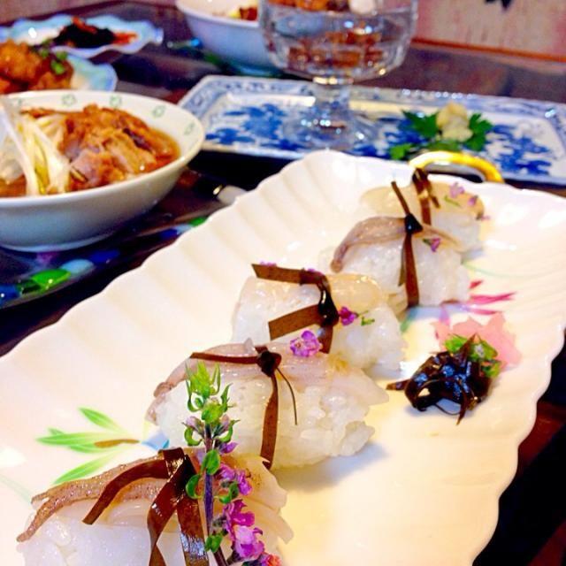 おはよ〜ございます。 (///∇//)いつもmirandaさんのお料理写真うっとりしながら拝見してました。 はずかし、、(///∇//) - 121件のもぐもぐ - 富山のイカの生姜昆布締めを握りにしてみました。お友だち手作りのイカの沖漬け、生姜と合わせてめちゃ美味しい。鶏肉チャーシューの出汁スープラーメンと、富山ブラックラーメン。富山デイヽ(≧▽≦)ノ by kitchenoluo68