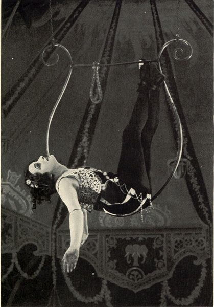 .: Aerial Hoop, Vintage Carnivals, Trapez Artists, Vintage Circus Performing, Vintage Photos, Fashion Style, Of Life, Night Circus, Ferns Andra