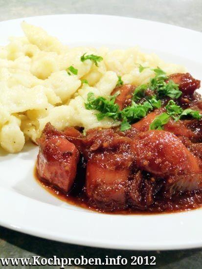 Ein sehr billiges Essen, das sich auch sehr gut zur Resteverwertung eignet.  Für Würstchengulasch eignen sich eigentlich fast alle Brühwürstchen, die man auch erhitzt bzw. gebraten essen kann, also u.a. Wiener Würstchen, Bockwurst, Frankfurter Würstchen, Cocktailwürstchen und, und, und. Auch einige rohe Bratwurstsorten wie z.B. die Thüringer Rostbratwurst oder die Pfälzer Bratwurst eignen si ...