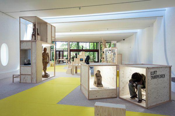 Google Afbeeldingen resultaat voor http://www.bernhard-willhelm.com/media//images/galleries/20120525_collectiepresentatiewillhelmandkraus_c_joriscasaer.jpg