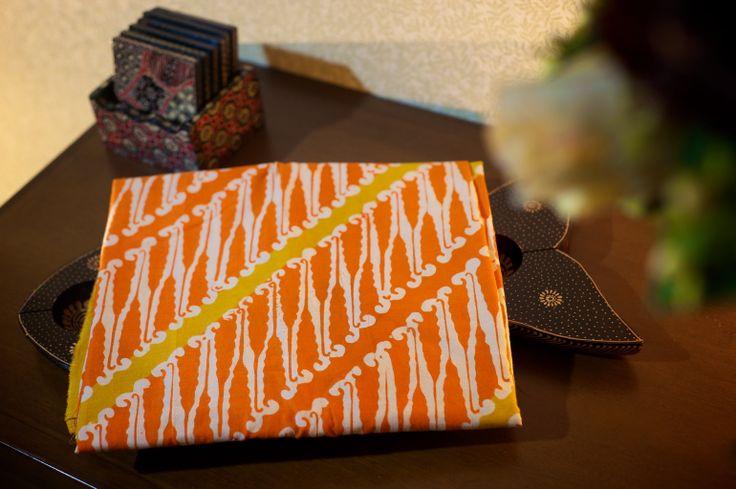 Batik Garutan motif parang warna orange