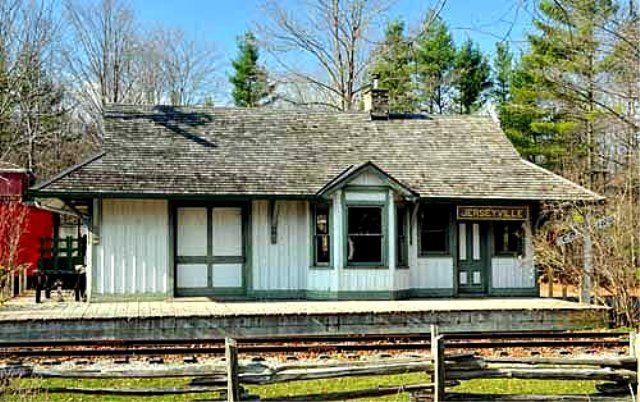 JERSEYVILLE, Ontario -  Cottage style train station architecture  OL -  Toronto Hamilton & Buffalo RR - TH&B RR