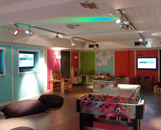Bussum - Restaurant Leuk. Restaurant Leuk beschikt over een 70m2 grote speelkelder.