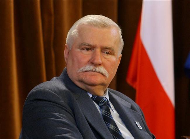 A+kommunista+elhárítással,+nem+pedig+a+belbiztonsággal+(SB)+találkozott+több+ízben,+és+senkiről+sem+jelentett+Lech+Walesa+a+legújabb+blogbejegyzése+szerint,+melyet+szerdán+közölt+a+be+nem+vallott+ügynökmúlttal+gyanúsított+lengyel+munkásvezér.  +A+nácizmus+és+kommunizmus+bűntetteit+kutató…