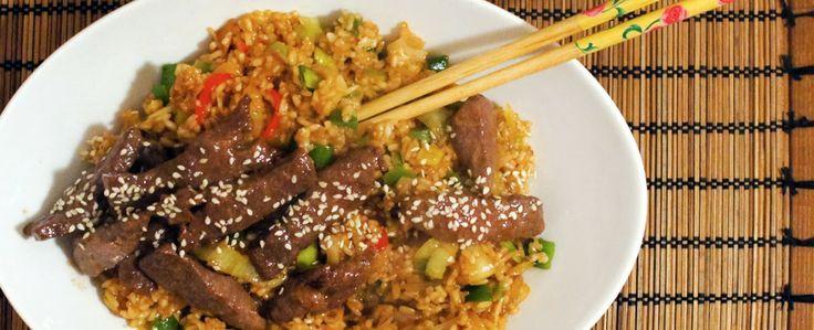 Gewoon wat een studentje 's avonds eet: Aziatisch: Gebakken rijst met Thaise groentes, rundersteak, sesam en zoete sojasaus