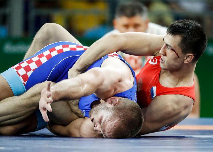 ЮW -  wrestling -   Roman Vlasov of Russia wins Gold in Men's Greco Roman 75 kg  (1180×842)ш - Olympic wrestling style -