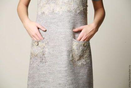 Купить или заказать платье-сарафан  'Коза, а не овца' в интернет-магазине на Ярмарке Мастеров. Платье-сарафан из неокрашенной шерстки натурального светло-серого цвета. Простое, но очень стильное . Отличный вариант для работы или учебы. Для отделки верха и карманов использована кудряшки ягнят . Очень тепленькое и комфортное. На модель сарафан великоват.
