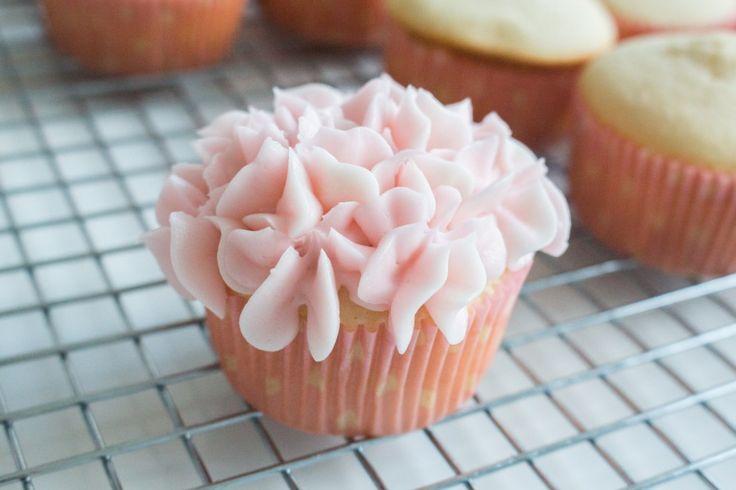 How to Decorate Hydrangea Cupcakes