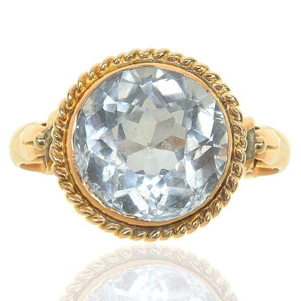 Art Deco Aquamarine Ring in 14 Carat Yellow Gold