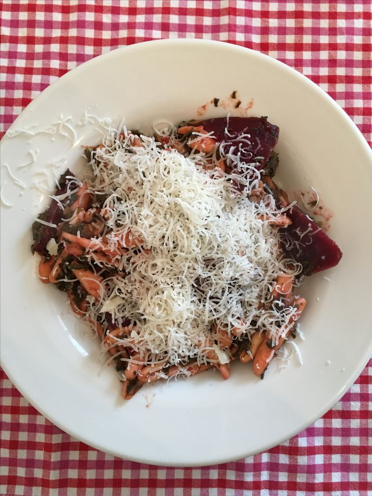 Pasta with kale and beetroot