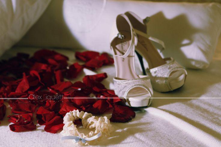 #FotografíaBodas #Novias #Zapatos #Liga