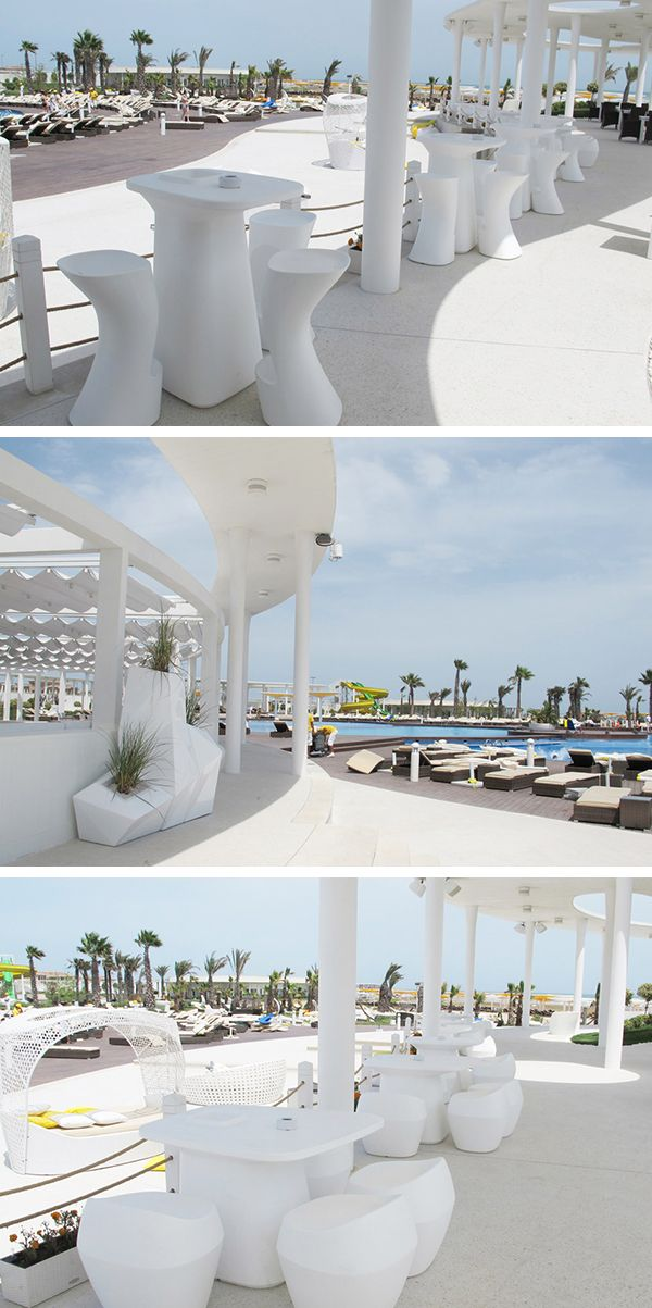 Pergola shaded for the bar of the Hotel Baku Amburan Beach Resort Outdoor Furniture White Moma High Table and Medium Seat by Vondom, Pool, palm trees and Planters Faz Vondom to complete an idyllic relaxing place! #hotel #pool #design #outdoor #vondom #barazzi