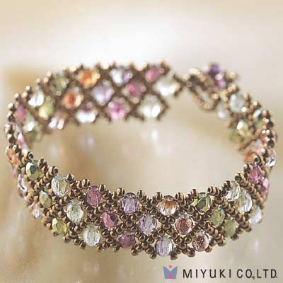 I'm not normally a seed bead person...but wow! How classy is this bracelet?