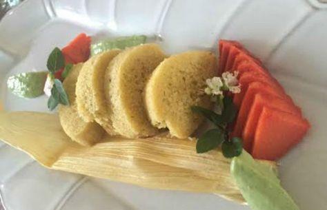 Estas delicias son esponjositas casi como un pastel debido a sus ingredientes, entre ellos la harina de arroz, no de maíz como estamos acostumbrados.