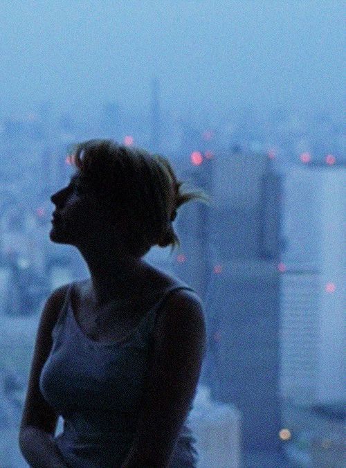 Lost in translation - Sofia Coppola (2003) - Charlotte contemplating the city