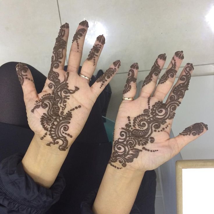 Mehndi for #karvachauth at our #Woodford branch #henna #mehndi #tattoo #woodford #essex #chigwell