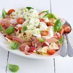 Italiaanse pastasalade met rauwe ham
