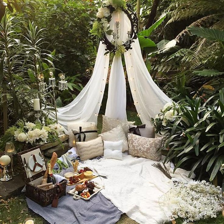 "LUXURY BRIDAL BLOGGER on Instagram: ""Happy Sunday Lovelies!.. If you know anyone that is entertaining thoughts or looking for ideas on creating a unique and romantic marriage proposal then please take a look at this. Are you as taken with this beautifully arranged romantic set up as we are?.. Designed by the super creative Australian based team @myproposalco #SheSaidYes ❤️... """