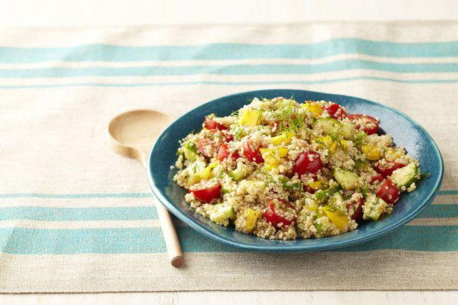 Notre salade de quinoa à la grecque est un plat d'accompagnement santé rempli de quinoa et de légumes du marché. Idéale pour une réception ou un repas-partage. Commencez par lire notre conseil pour prendre de l'avance!